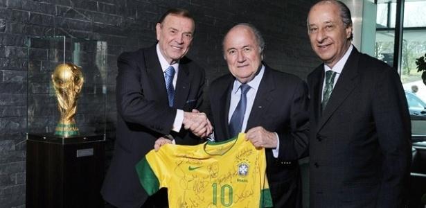 José Maria Marin, Joseph Blatter e Marco Polo Del Nero posam para foto após primeiro encontro Zurique, na Suíça