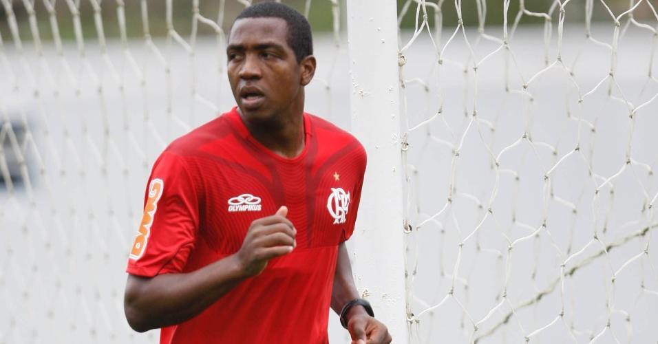 Renato Abreu voltou aos treinos nesta quinta-feira após passar por uma cirurgia no coração (29/03/12)