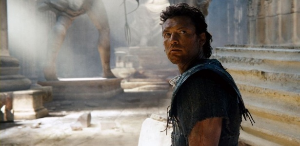 """Sam Worthington em cena de """"Fúria de Titãs 2"""""""