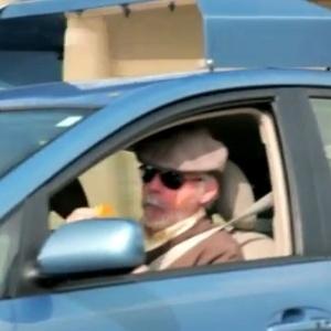 Steve Mahan, homem com incapacidade visual de 95% testa funcionamento de piloto automático