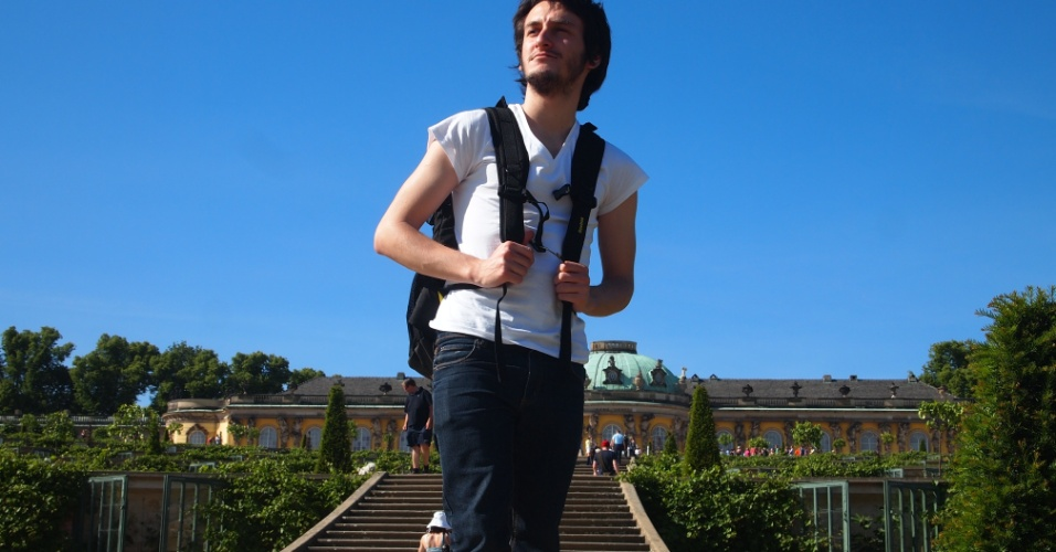 """Carlos Althoff fez intercâmbio de três meses em Berlim para aprender o idioma alemão. Na foto, ele está em Potsdan. """"Potsdan é uma cidade turística que fica bem perto de Berlim, que dá para chegar de trem comum. É uma cidade bonita para turista tira foto"""""""