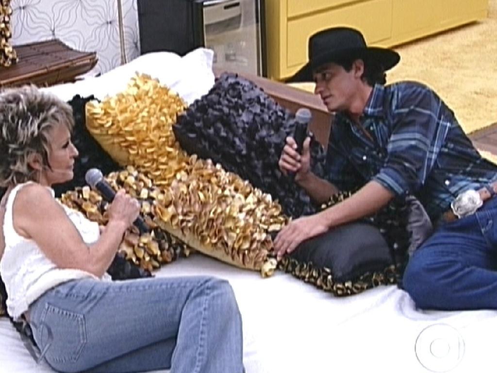 Ana Maria e Fael deitam na cama do quarto do líder (30/3/12)