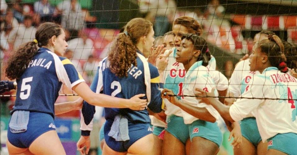 Ana Moser discute com cubanas após derrota na semifinal da Olimpíada de Atlanta, em 1996