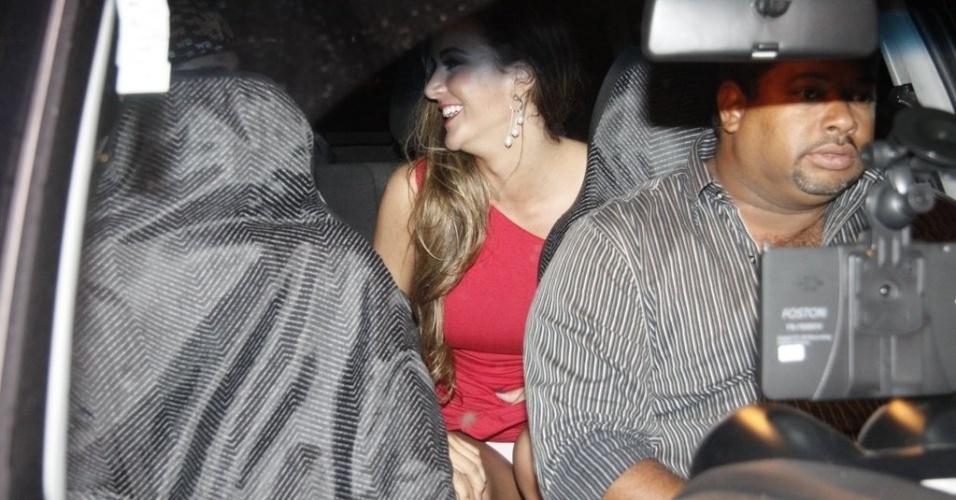 "Ao sair da festa de encerramento do ""BBB12"", Laisa deixa calcinha a mostra"