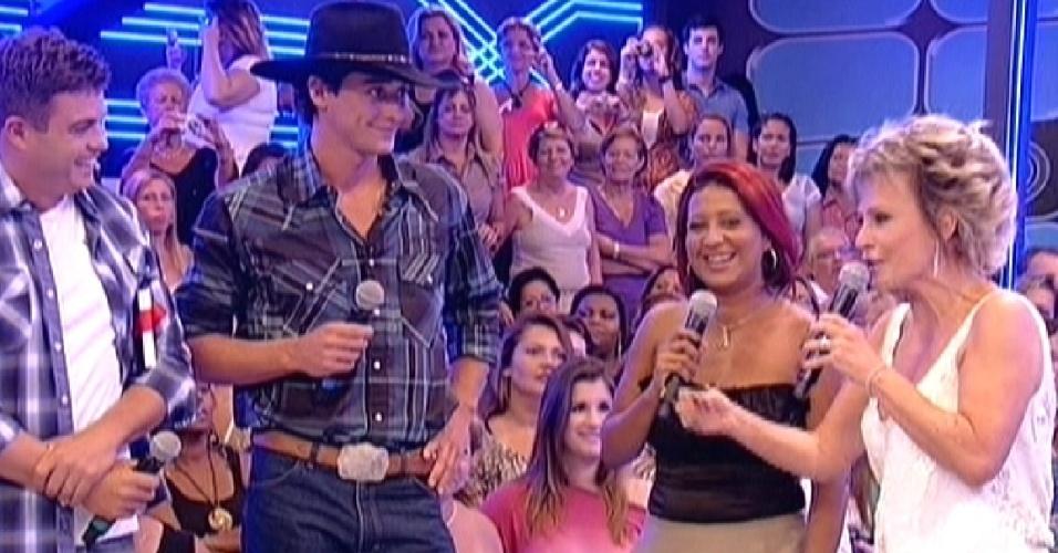 """Dhomini e Cida, vencedores do """"BBB3"""" e """"BBB4"""" respectivamente conversam com Fael (30/3/12)"""