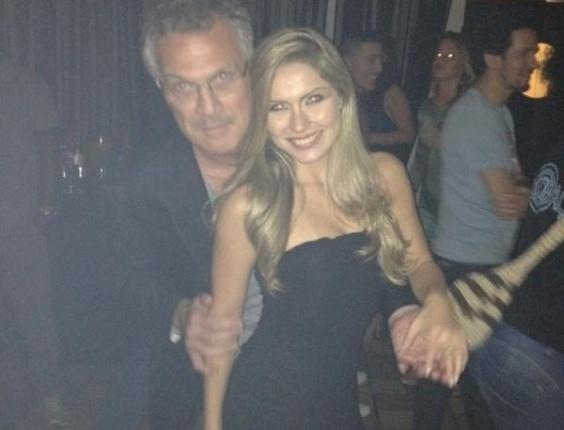 Durante a festa, Renata postou foto com Bial em seu Twitter (30/3/12)