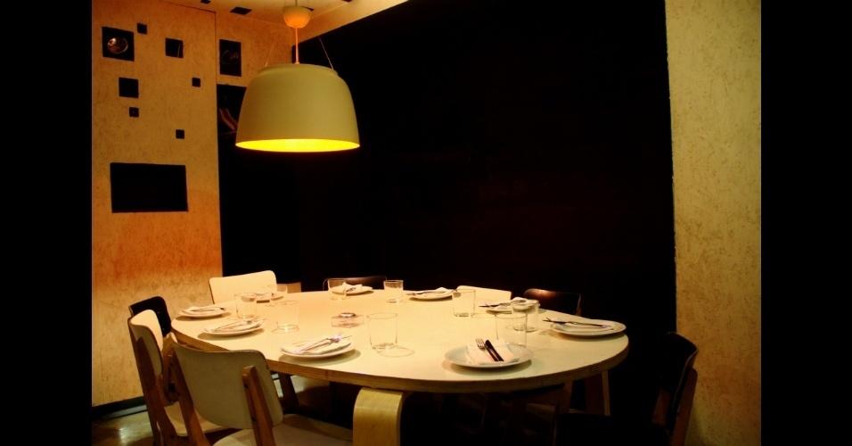 Em 2009, o gastrobar ganhou o prêmio de melhor decoração dado pelo jornal espanhol El Mundo. Com 290 m², este estabelecimento que mistura bar e restaurante em um mesmo ambiente possui espaços com temáticas diferentes como a mesa e as cadeiras adaptadas para o público infantil (na foto)