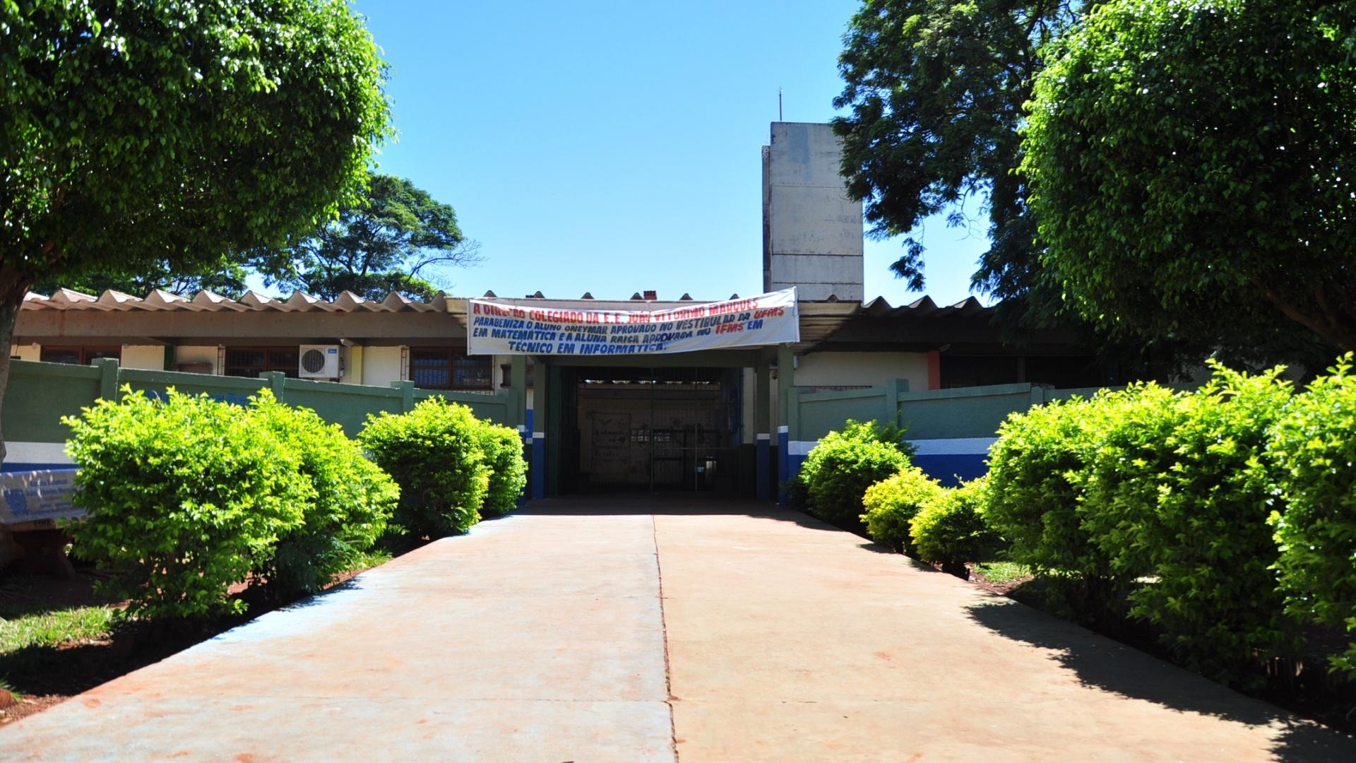 Entrada da antiga escola de Fael, Escola Estadual João Vitorino Marques, em Aral Moreira (30/3/12)