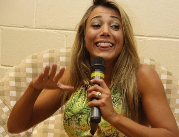Fabiana responde perguntas durante entrevista coletiva (30/3/12)