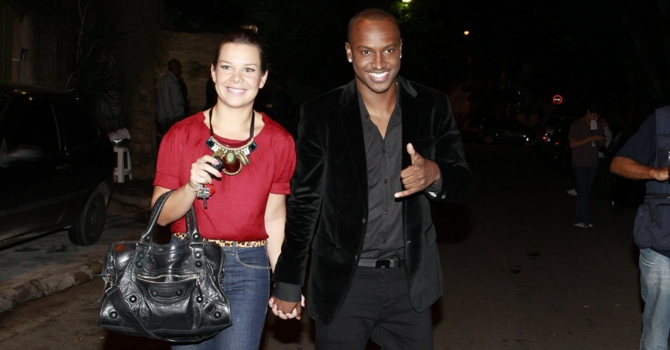 """Fernanda Souza acompanha seu namorado Thiaguinho na festa do """"BBB12"""" (30/3/12)"""