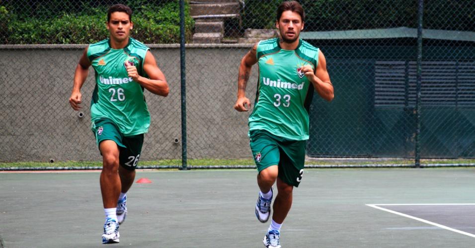 Jean e Rafael Sóbis participam de treino do Fluminense na Venezuela (30/03/2012)