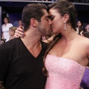 """Laisa e Yuri se beijam durante a final do """"BBB12"""". Os dois se conheceram dentro da casa e estão namorando (29/3/12)"""