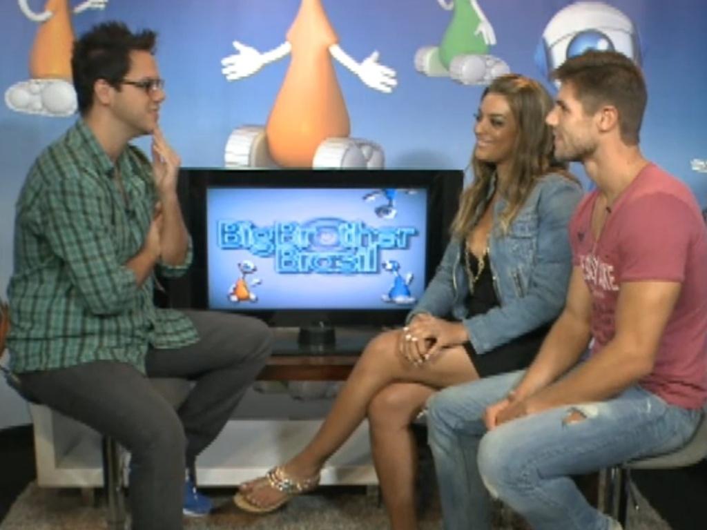 Monique e Jonas participam de bate-papo (30/3/12)