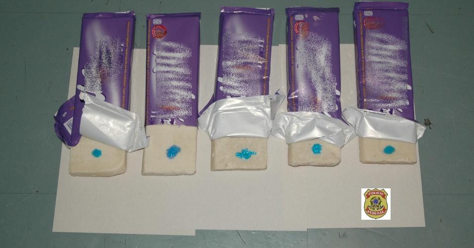 PF prende idoso transportando cocaína em embalagens de chocolate