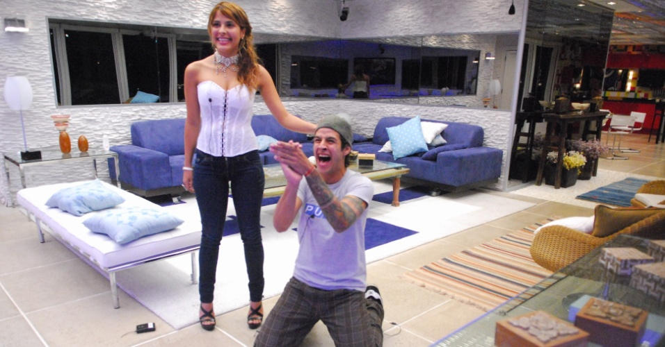 Rafinha foi o vencedor do BBB 8 com 50,15% dos votos. O músico de Campinas foi selecionado de última hora para entrar no reality no lugar de um desistente. Em segundo lugar ficou Gyselle, com uma diferença mínima de votos