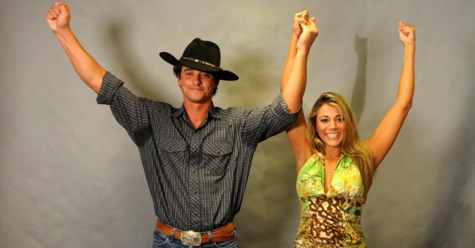 """Vencedor do """"BBB12"""", Fael comemora ao lado de Fabiana, que ficou com o segundo lugar (30/3/12)"""