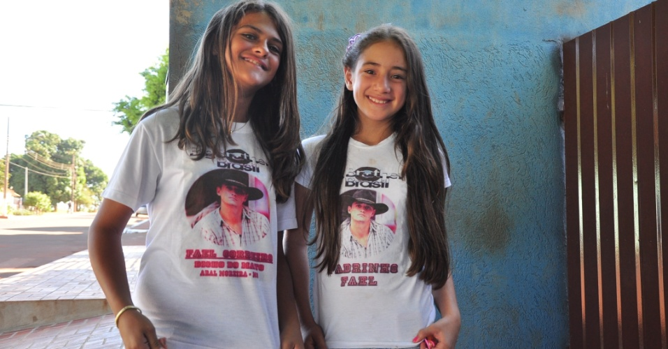 Adolescentes que moram Aral Moreira (MS), cidade natal de Fael, são as mais novas fãs do vencedor do BBB 12 (30/3/12)