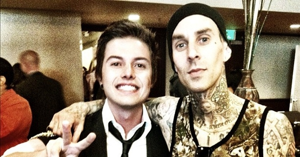 O cantor Pe Lanza, do Restart, publica foto no Twitter ao lado do música Travis Baker, do Blink 192 (31/3/2012)