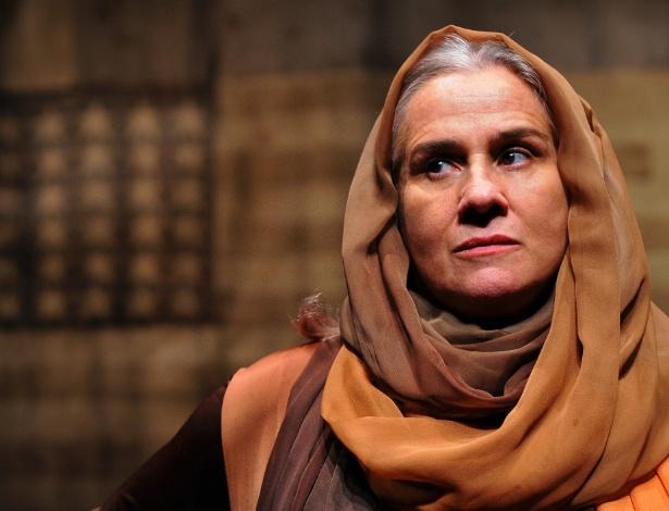 """A atriz Vera Holtz na peça """"Palácio do Fim"""", dirigida por José Wilker, no Festival de Curitiba 2012 (31/3/12) - Guga Melgar"""