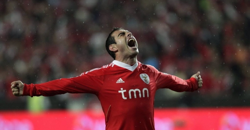 Bruno César comemora gol nos acréscimos que garantiu a vitória do Benfica sobre o Braga por 2 a 1 (31/03/2012)