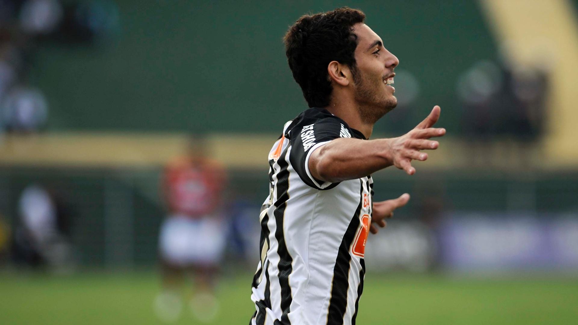 Dimba comemora o segundo gol do Santos contra a Portuguesa