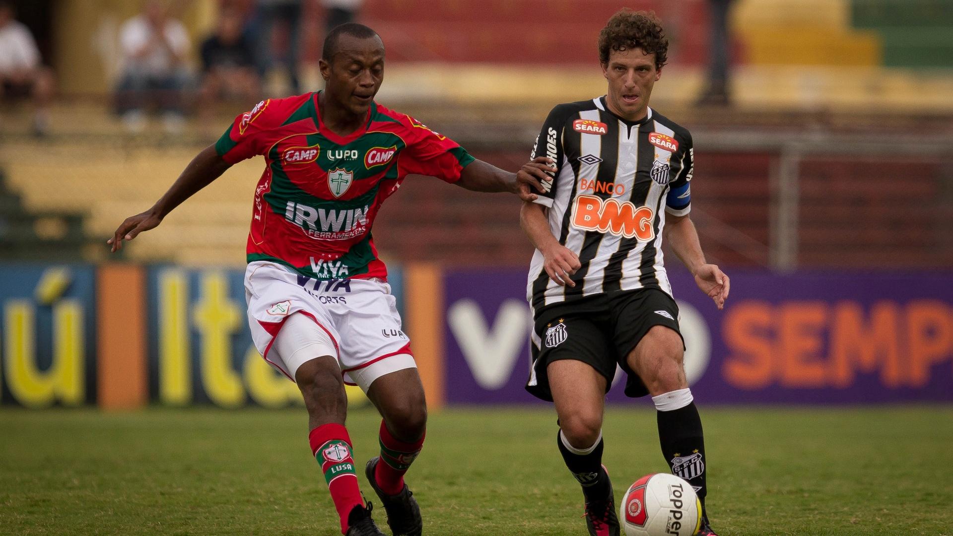 Elano foi o capitão do Santos na partida contra a Portuguesa, neste domingo
