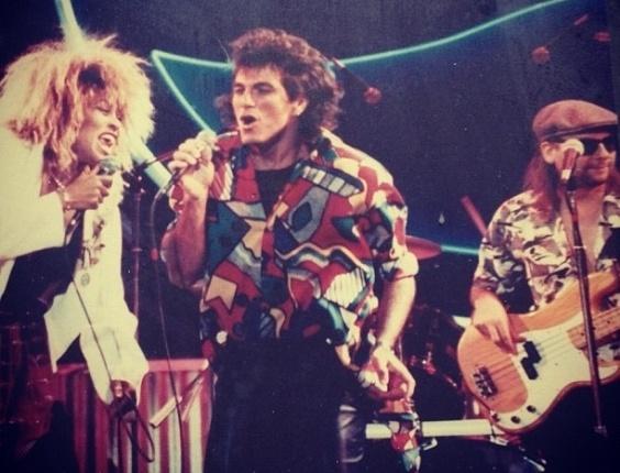 Evandro Mesquita postou no site Instagram uma foto dele com a cantora Tina Turner de 1987 quando gravaram juntos um comercial para a Pepsi