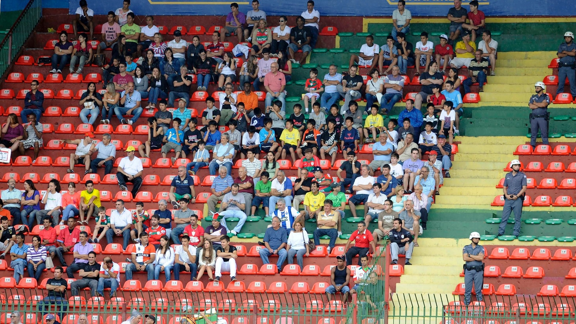 Nas cadeiras cativas o público não foi bom para o clássico entre Santos e Portuguesa