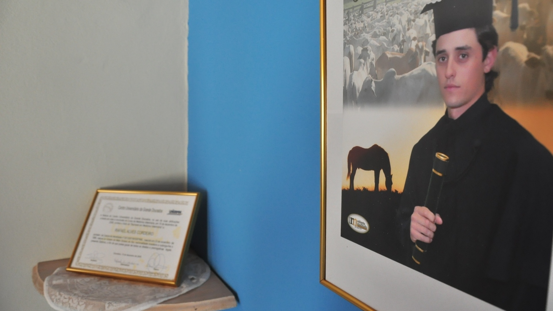 O diploma de Fael, ainda guardado em Aral Moreira (1/4/2012)