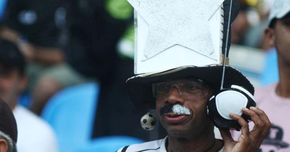 Torcedor do Botafogo pintou bigode para apoiar time