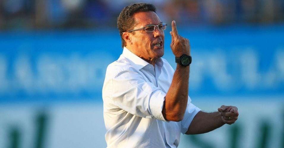 Vanderlei Luxemburgo cobra jogadores do Grêmio em derrota (01/04/2012)