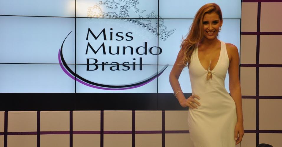 Miss Mundo Brasil 2012 - Mariana Notarangelo, do Rio de Janeiro, soltou a voz e mostrou que sabe cantar