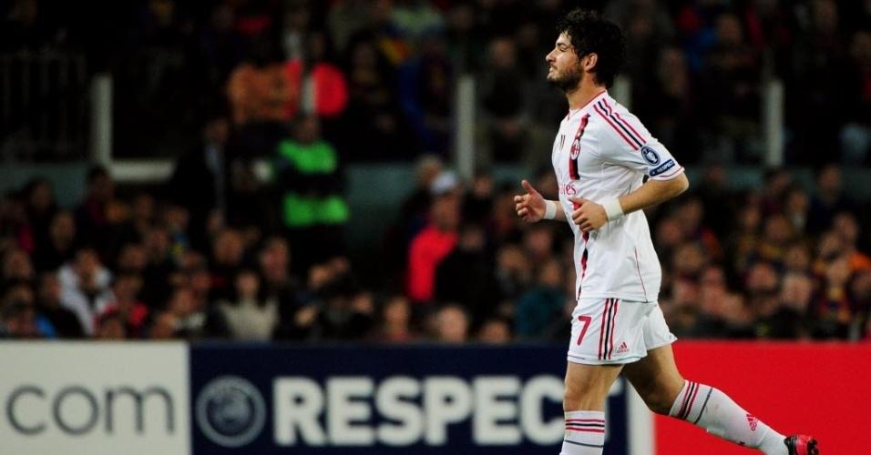 Alexandre Pato ficou apenas 14 minutos em campo e teve de ser substituído