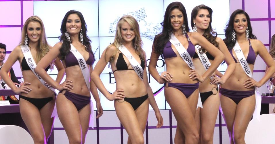 Candidatas a Miss Mundo Brasil 2012 desfilam de biquini durante o concurso, em Porto Alegre