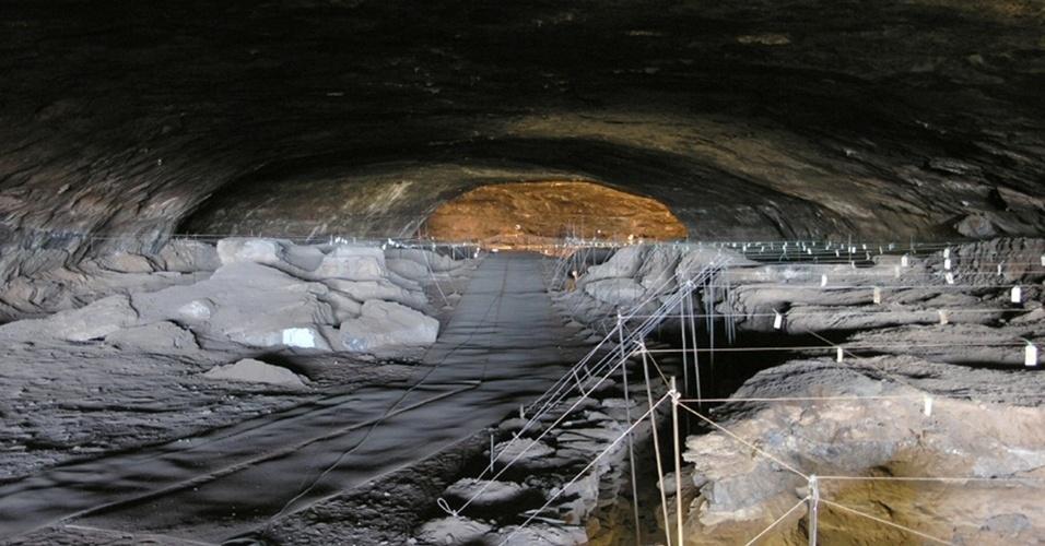 Caverna sul-africana abriga vestígios mais antigos do uso do fogo pelo homem