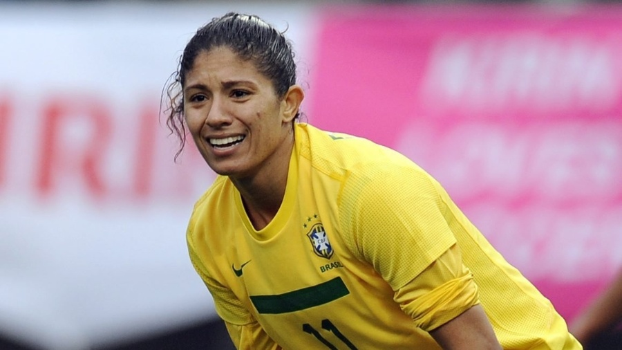 Cristiane reclama de um lance na derrota do Brasil para os Estados Unidos por 3 a 0 no Japão (03/04/2012) - EFE/Franck Robichon