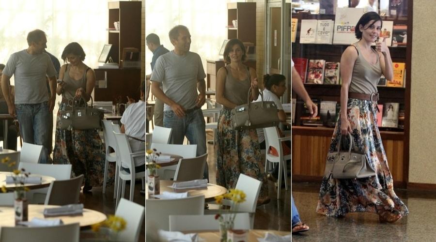 Deborah Secco almoça com amigo em shopping da zona oeste do Rio (3/4/2012)