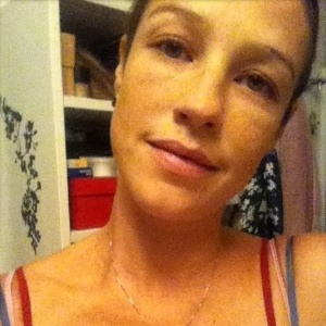 Luana Piovani mostra foto do rosto