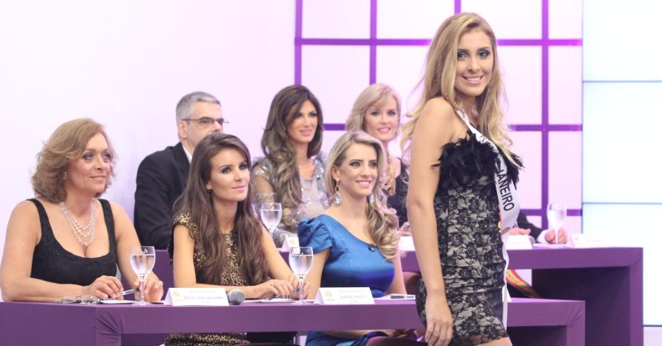 Mariana Notarangelo, do Rio de Janeiro, a nova Miss Mundo Brasil 2012, desfila para o júri durante o concurso, em Porto Alegre (RS)