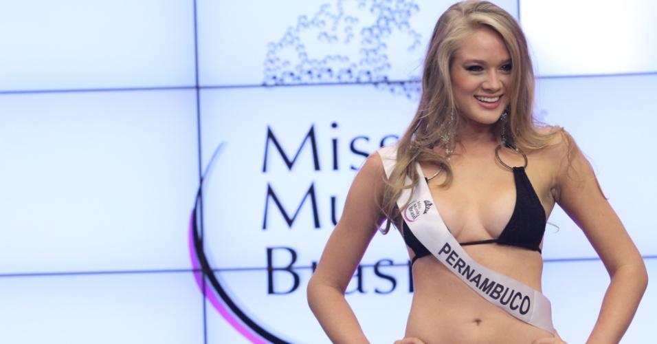 Miss Mundo Pernambuco, Karine Barros. Candidatas a Miss Mundo Brasil 2012 desfilam de biquini durante o concurso, em Porto Alegre