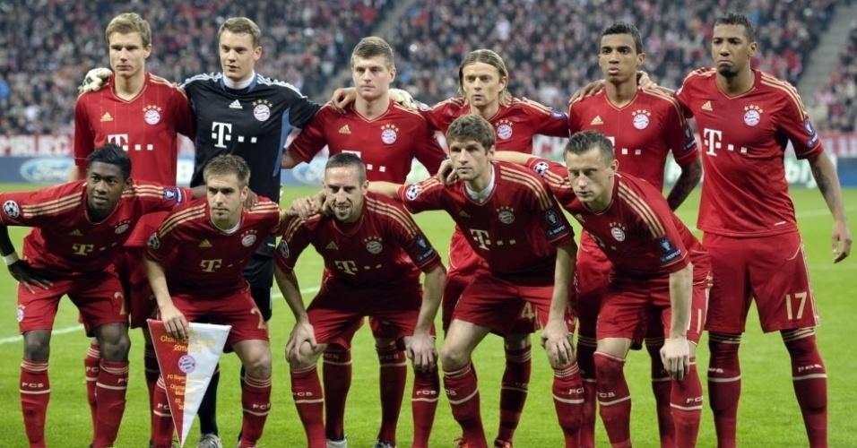 O time do Bayern de Munique posa para foto no estádio Allianz Arena