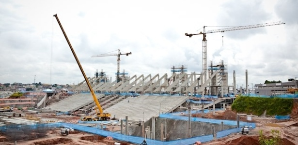 Sede da abertura da Copa, o estádio do Corinthians, em São Paulo, tem 30% da obra executada