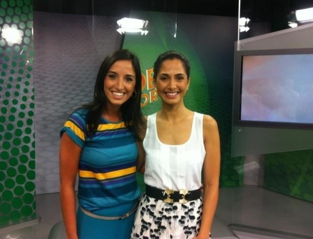 Camila Pitanga e Alice Bastos Neves se encontraram nos bastidores do Globo Esporte-RS (04/04/2012)