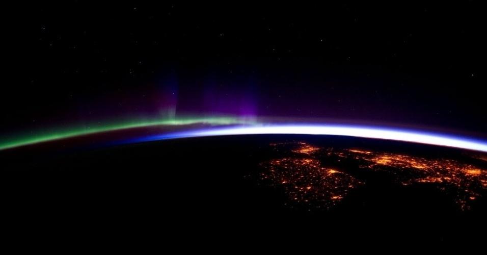 Imagem da Nasa tirada do espaço mostra luzes no Atlântico além de iluminação noturna de cidades da Irlanda e do Reino Unido