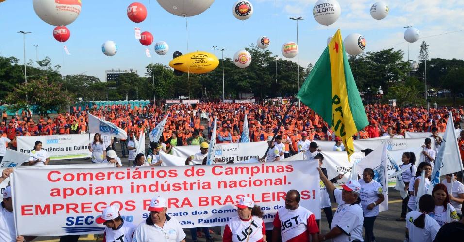 Manifestantes participam nesta quarta-feira (4) de ato convocado pela Força Sindical em frente à Assembleia Legislativa de São Paulo