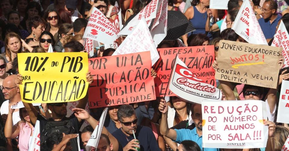 Professores da rede municipal de São Paulo realizam uma nova assembleia nesta quarta-feira (4) para decidir se continuam a paralisação iniciada na última segunda-feira (2)