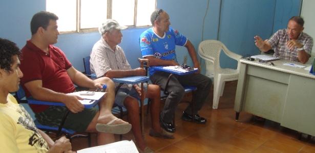 Zeca Xaud (à dir.) comanda reunião com diretores e presidentes de clubes locais - Ribamar Rocha/arquivo pessoal
