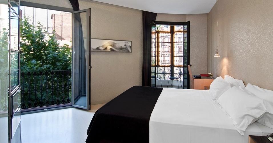 As diárias para se hospedar no Axel de Barcelona começam a partir de 119 euros. Para as quatro suítes de padrão luxo, com varanda particular, as diárias começam em 280 euros