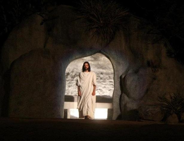 Cena na qual Jesus, interpretado pelo ator pernambucano José Barbosa, ressuscita ao terceiro dia