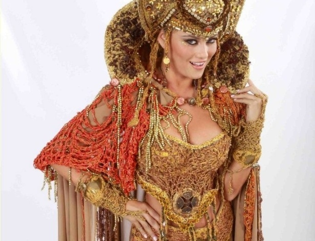 """Hellen Roche como Herodíades na """"Paixão de Cristo"""" de Nova Jerusalém, em Pernambuco"""